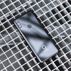 Alcatel présente son nouveau smartphone Alcatel 3X
