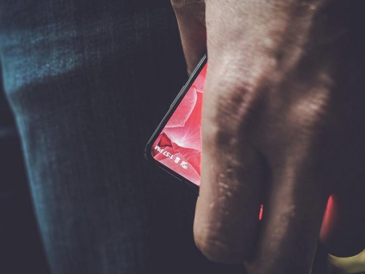 Andy Rubin : un teaser dévoile un smartphone borderless pour Essential