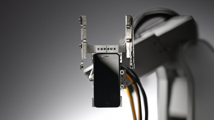 Apple présente Liam, le robot qui recycle 1,2 millions d'iPhones par an