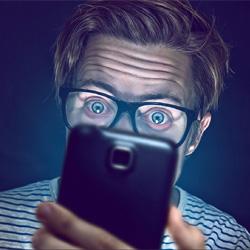 La lumière bleue de nos smartphones accélère le vieillissement