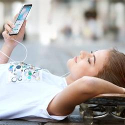 La moitié des Français ont délaissé leur appareil photo et leur radio réveil  au profit de leur smartphone