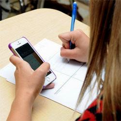 Les élèves devront bientôt se passer de leur téléphone portable dans les établissements scolaires