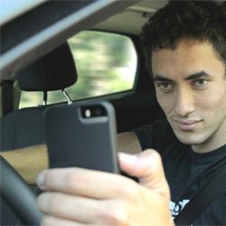 Le téléphone portable au volant pourrait vous coûter votre permis