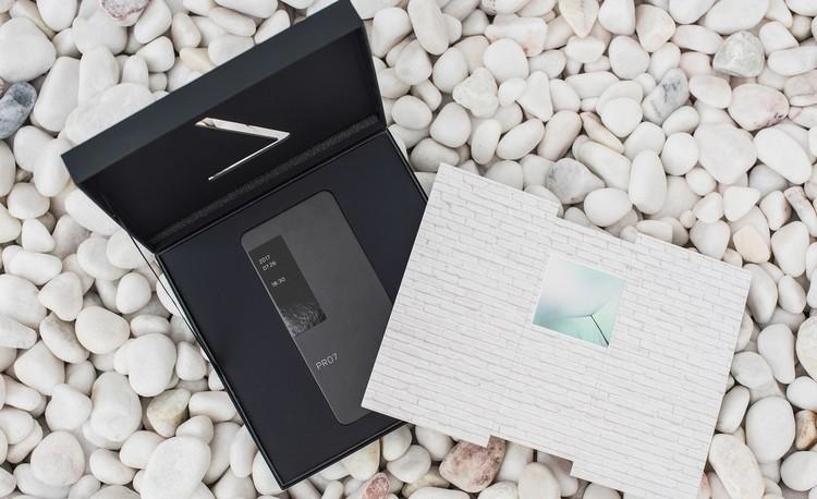 Meizu Pro 7 : l'invitation confirme l'écran au dos du smartphone
